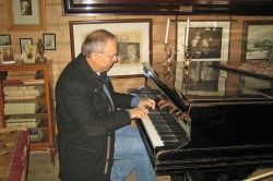 Playing the Grieg's piano in Troldhaugen